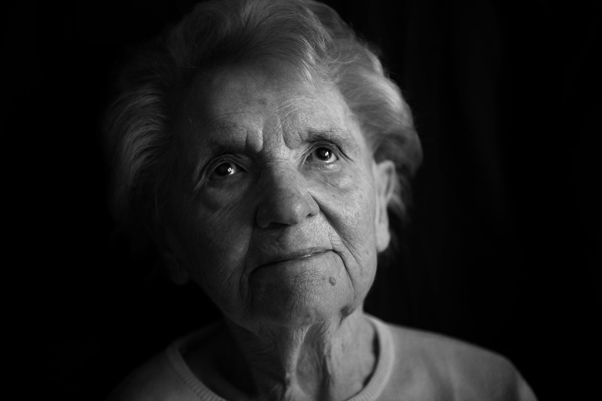 photographe-portraits-projet-des-centenaires-et-des-roses-residence-jean-23-ile-de-france-mairie-l-hay-les-roses