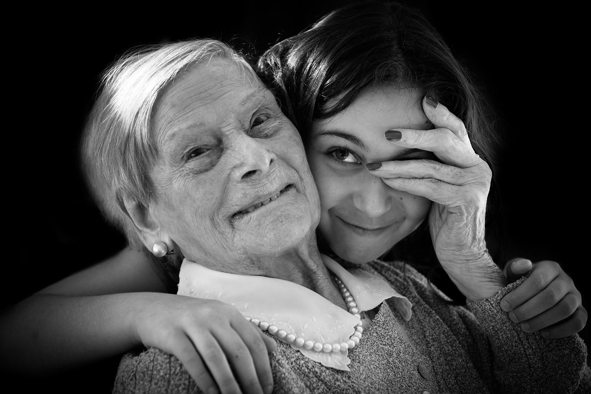 portraits-photographe-ile-de-france-des-centenaires-et-des-rose-marguerite-val-de-marne-maya-angelsen