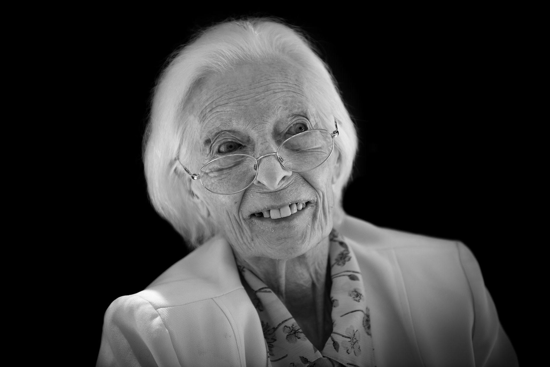 maya-angelsen-photographe-portraits-des-centenaires-et-des-roses-mairie-l-hay-les-roses-ile-de-france-val-de-marne