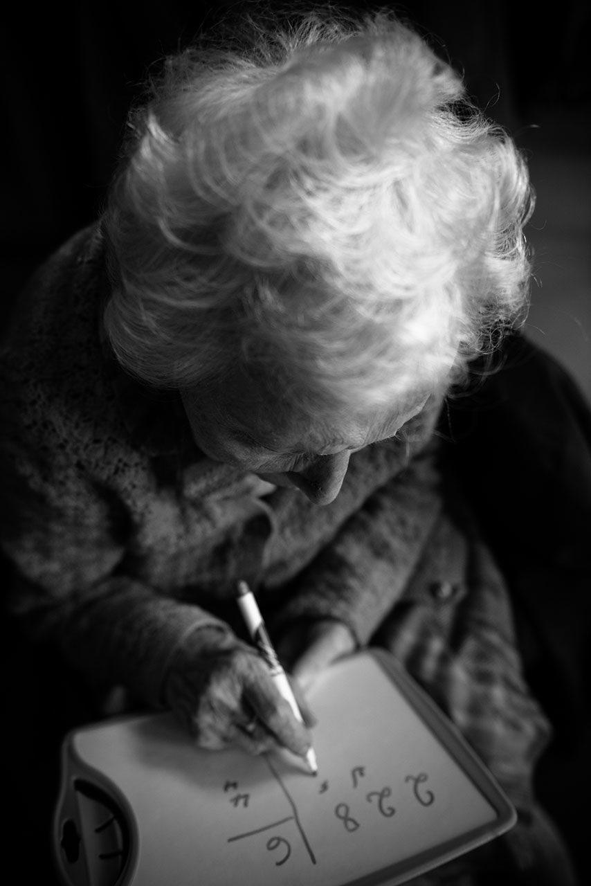 photographe-portraits-ile-de-france-projet-centenaires-l-hay-les-roses-maya-angelsen