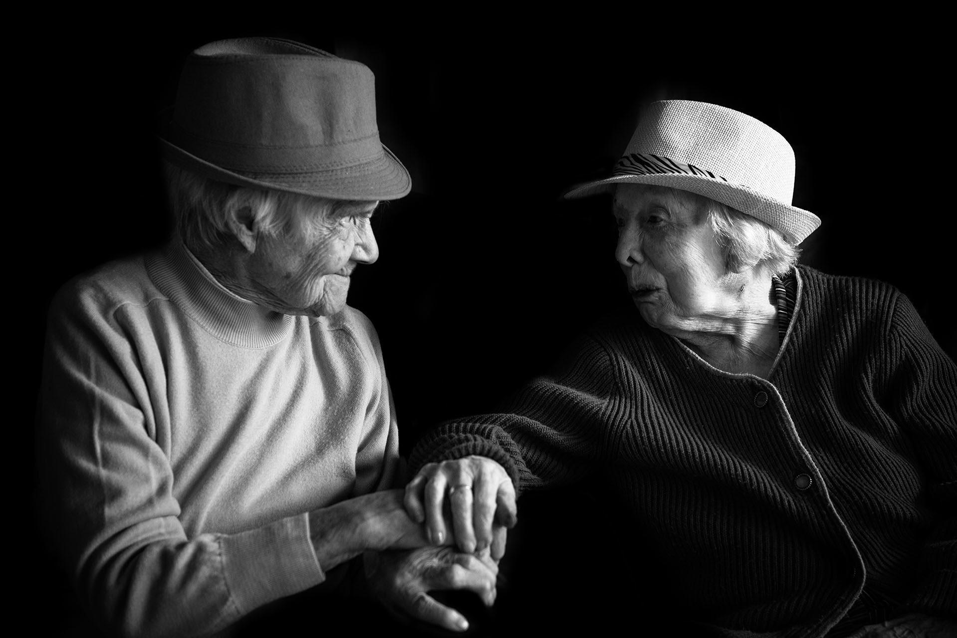 photographe-portraits-projet-des-centenaires-et-des-roses-residence-jean-23-ile-de-france-val-de-marne-maya-angelsen