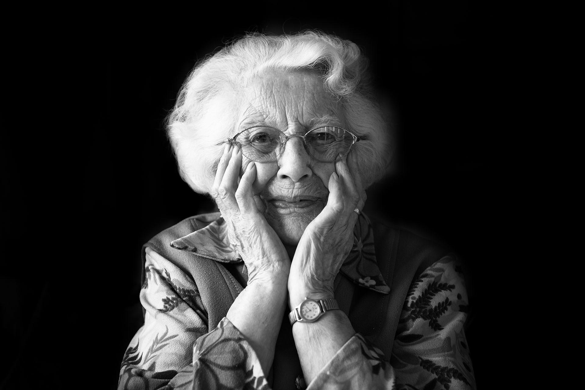 portraits-photographe-ile-de-france-des-centenaires-et-des-rose-val-de-marne-maya-angelsen