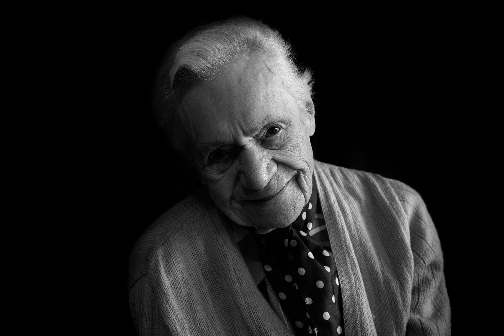 portraits-photographe-ile-de-france-des-centenaires-et-des-rose-val-de-marne-residence-tabanou