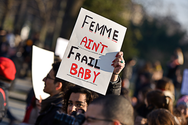 photo-manifestante-paris-tour-eiffel-women-march-2017