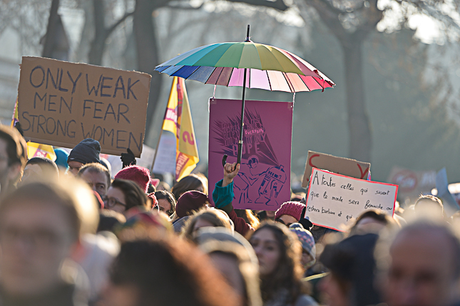 photo-manifestants-paris-tour-eiffel-women-march-2017