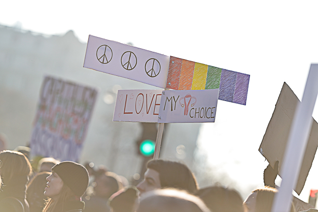 photo-slogan-peace-love-women-march-2017