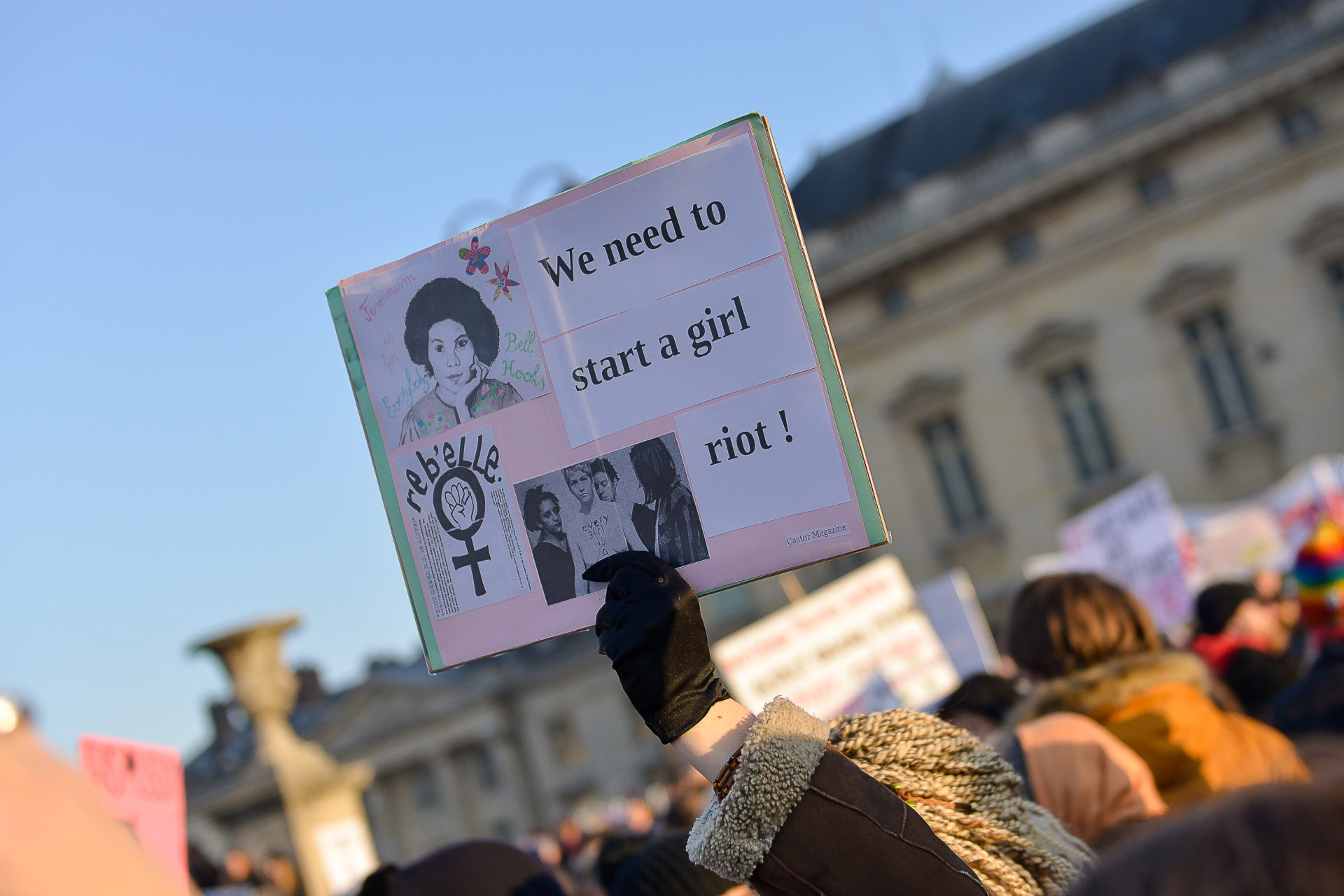 slogan-photo-women-march-paris