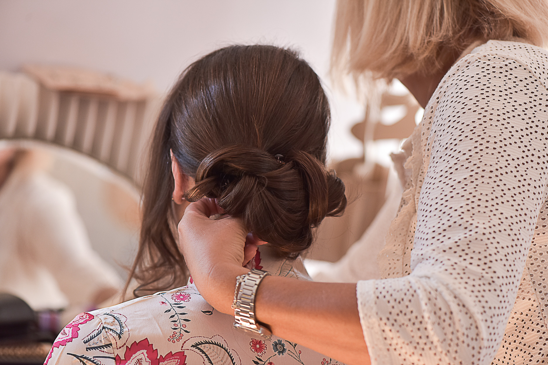 photographe-mariage-ferme-armenon-coiffure-preparatif-mariee