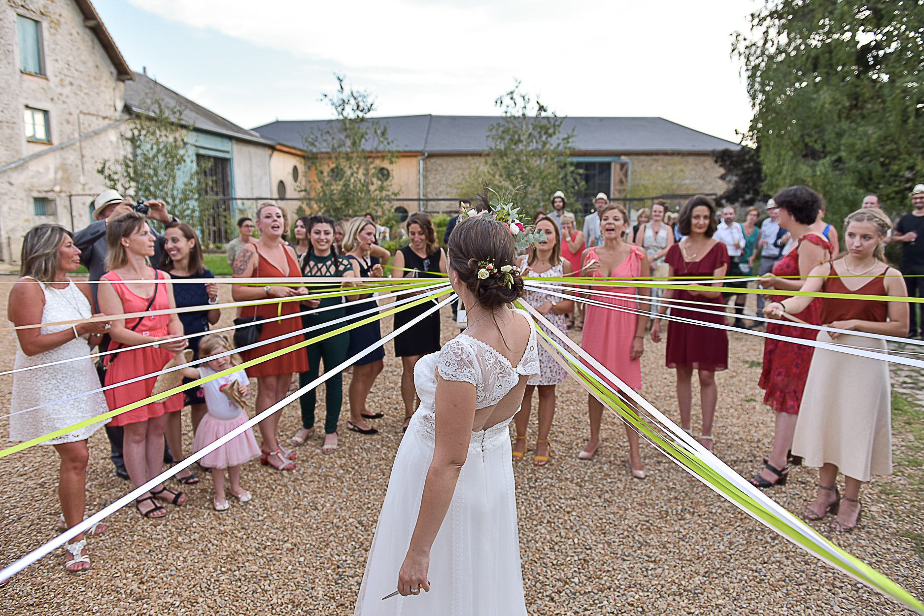 photographe-mariage-ferme-armenon-esssonnes-bouquet-mariee