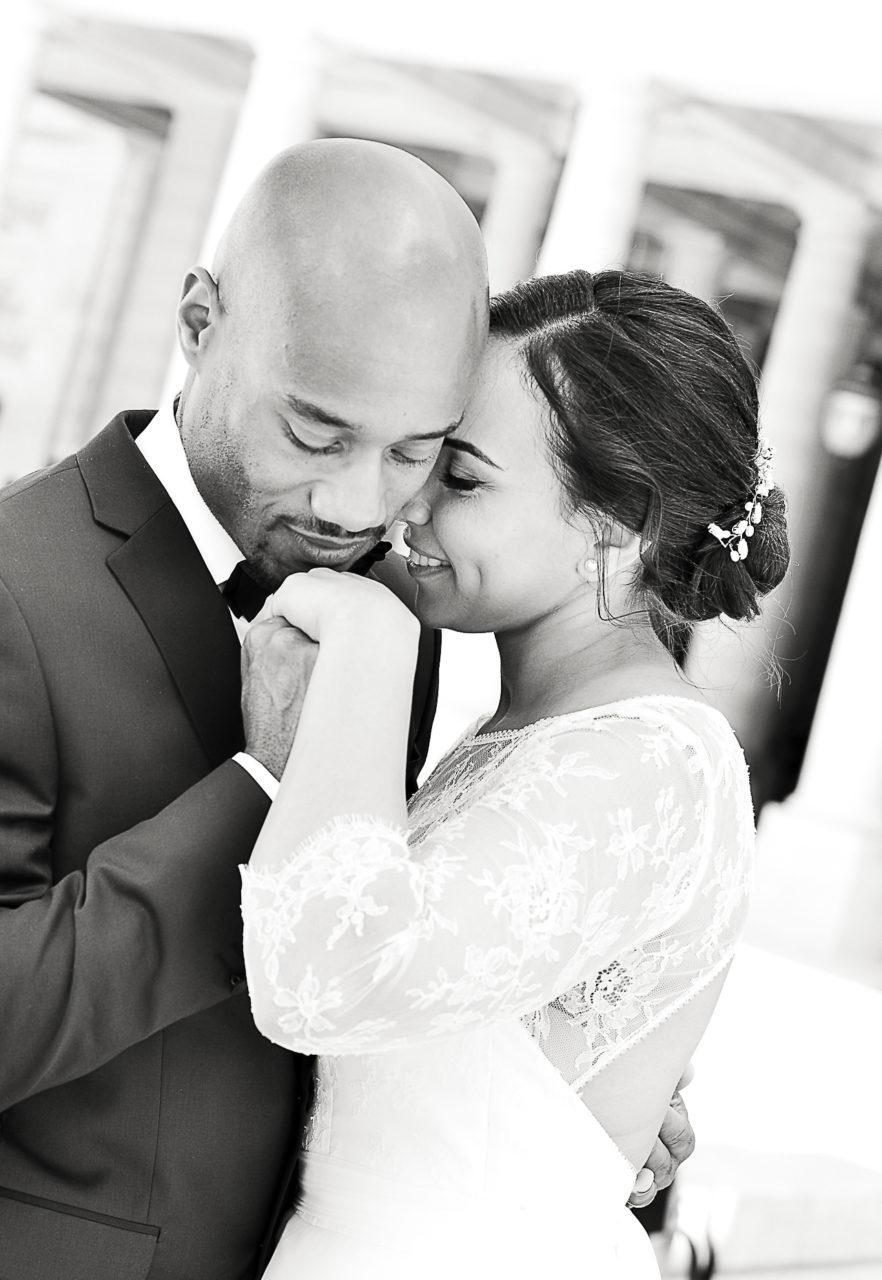 photograpghe-mariage-portraits-maries-noir-et-blanc-paris