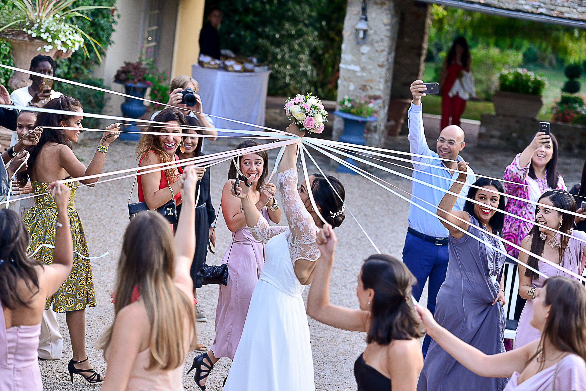 photographe-mariage-mariee-ruban-bouquet