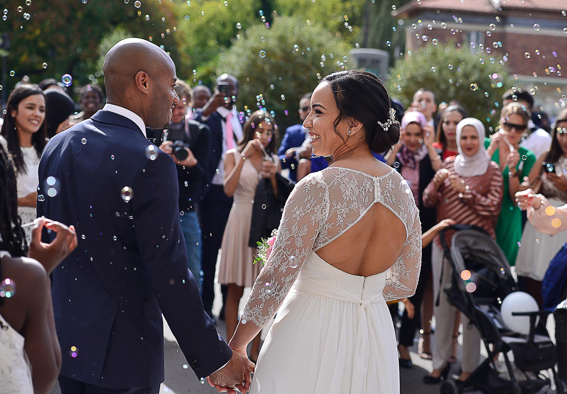 photographe-mariage-mariees-mairie-paris-asma-yannick