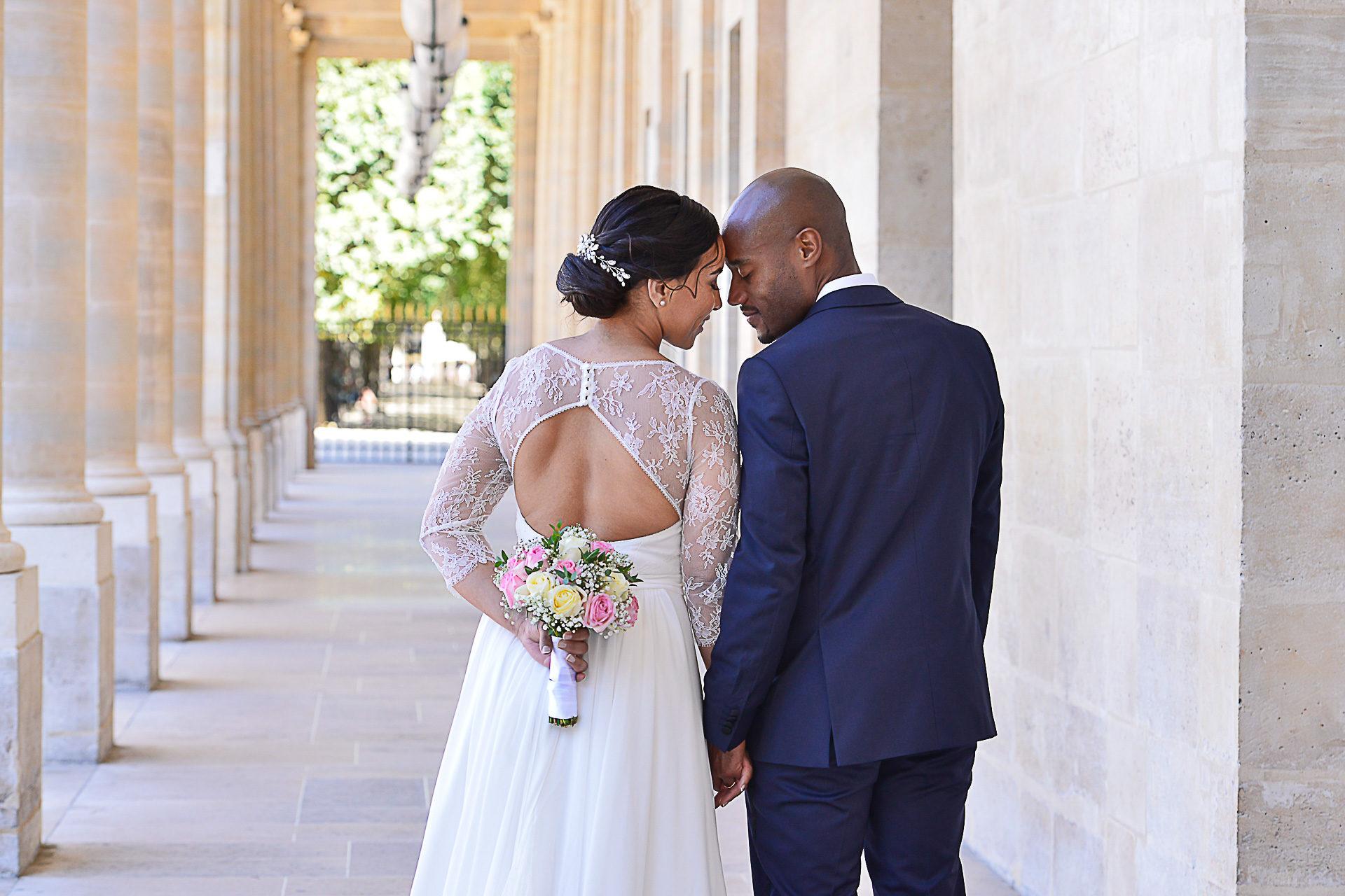 photographe-mariage-paris-jardin-louvre-portraits-maries