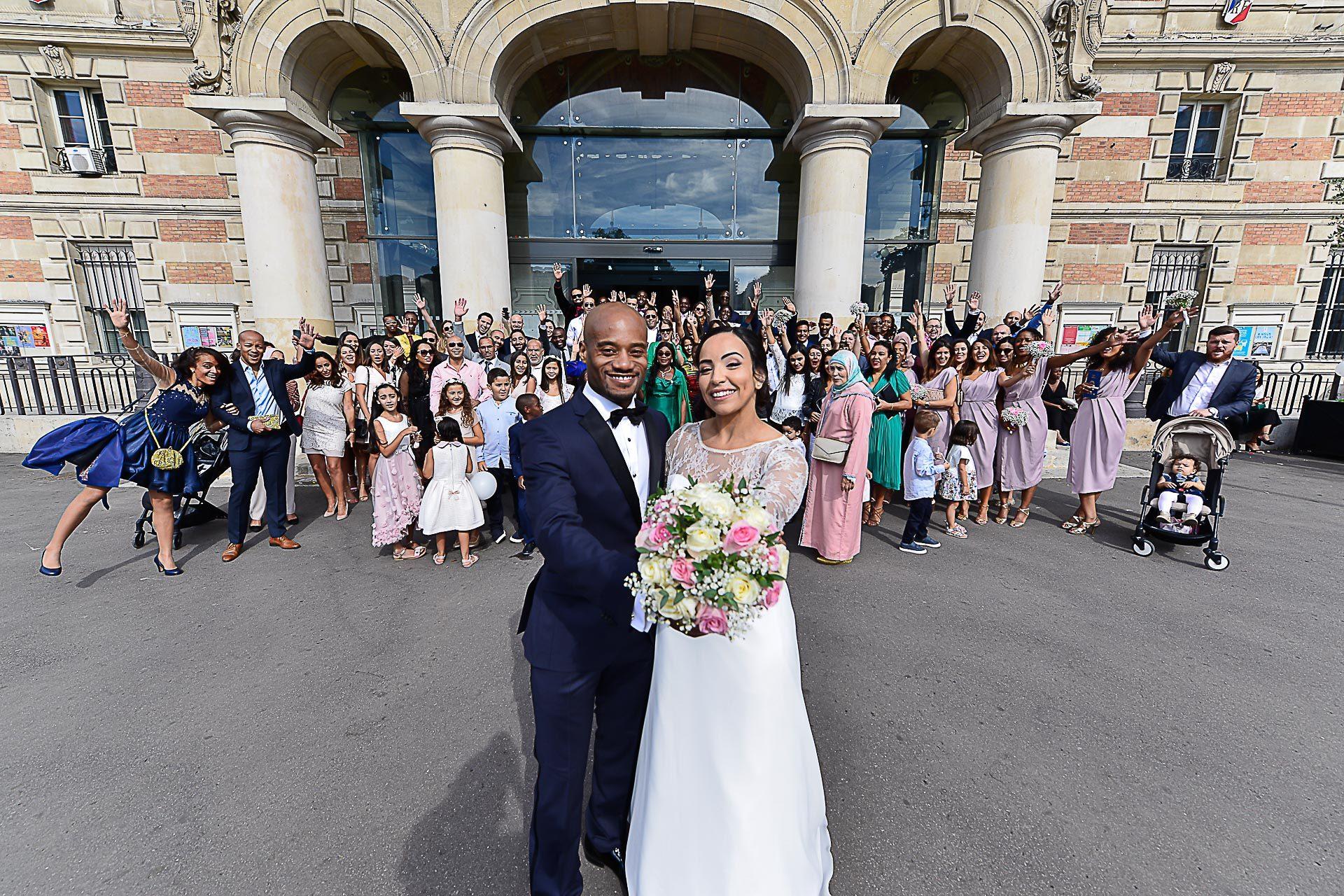 photographe-mariage-paris-portraits-groupe-mairie