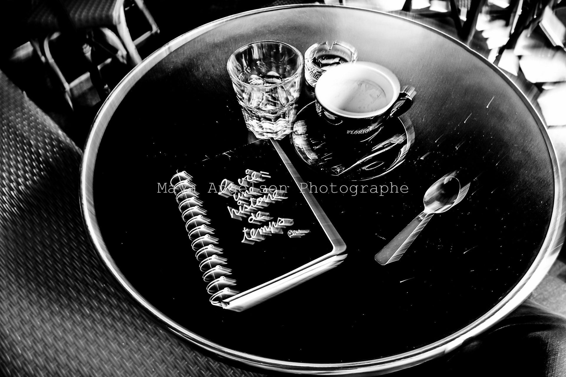 Photographe-Streetphoto-Maya-Angelsen-cafe-serre