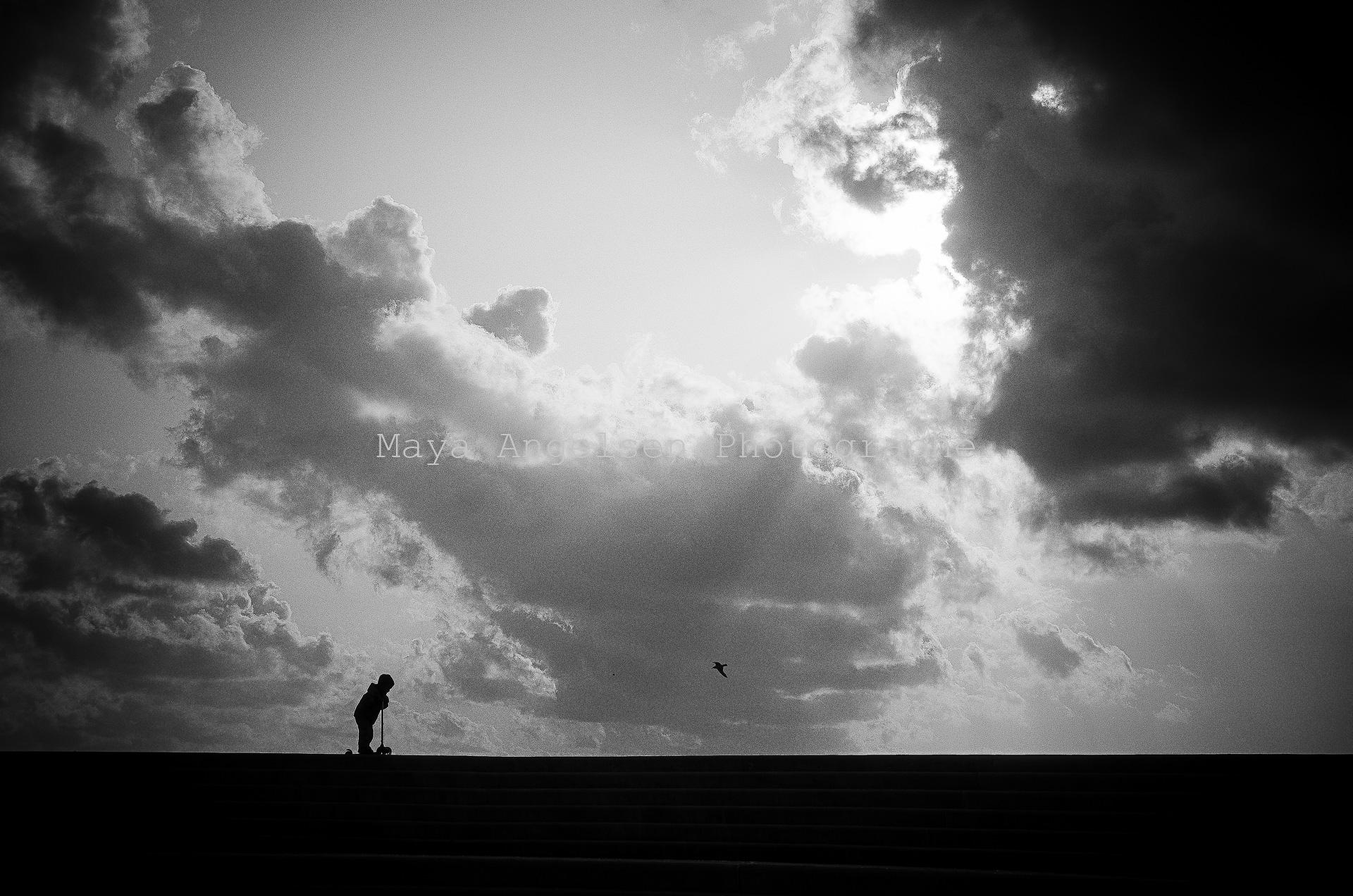 Photographe-streetphoto-maya-angelsen-l-enfant-et-l-oiseau