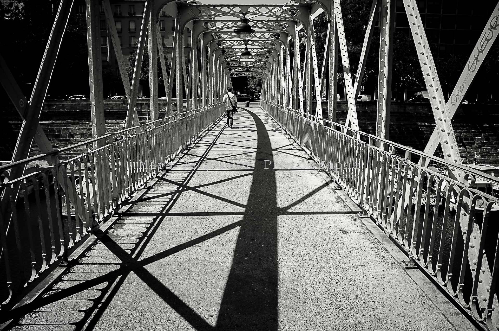 Photographe-streetphoto-maya-angelsen-le-monde-ATMOS'FER
