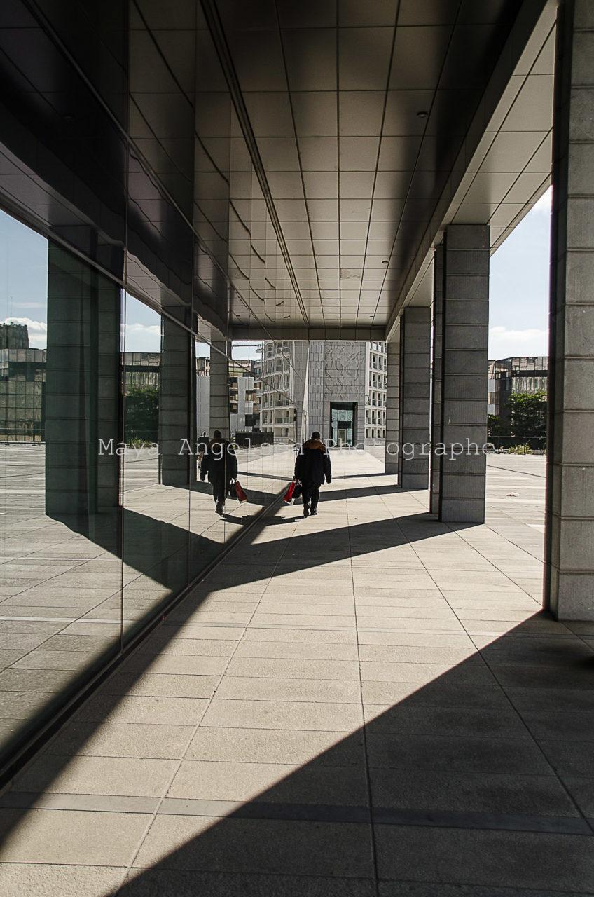 Photographe-streetphoto-maya-angelsen-lignes-bruxelles-silhouette